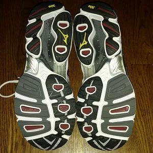 Mizuno Shoes - Mizuno wave Nirvana 6 running shoe
